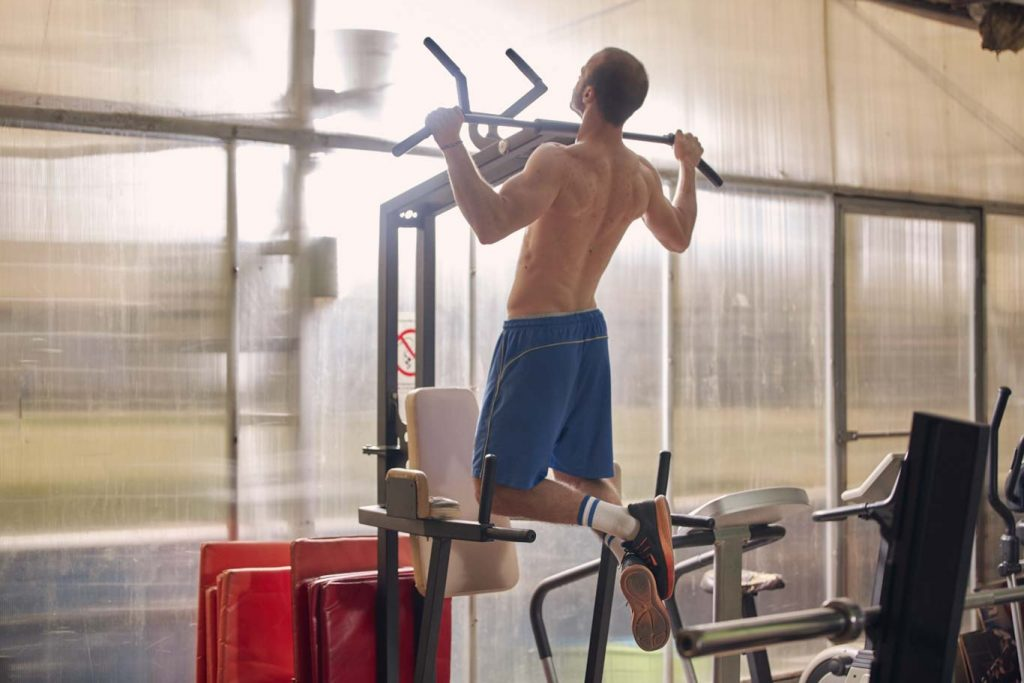 pull-up dip station exercise